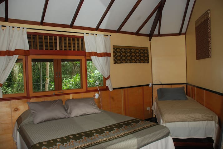 Borneo Escape - Eco Village Triple Room
