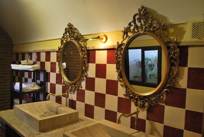 """Amazing cavehouse """"La Ermita"""""""