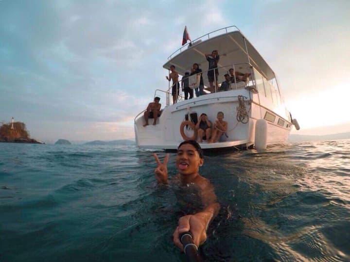 Yacht Overnight Stay near Grande Island