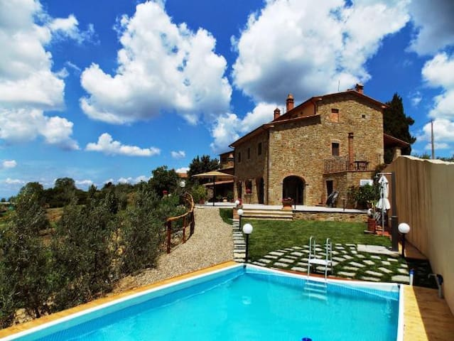 Panoramic stone-built farmhouse with pool - Civitella in Val di Chiana - House