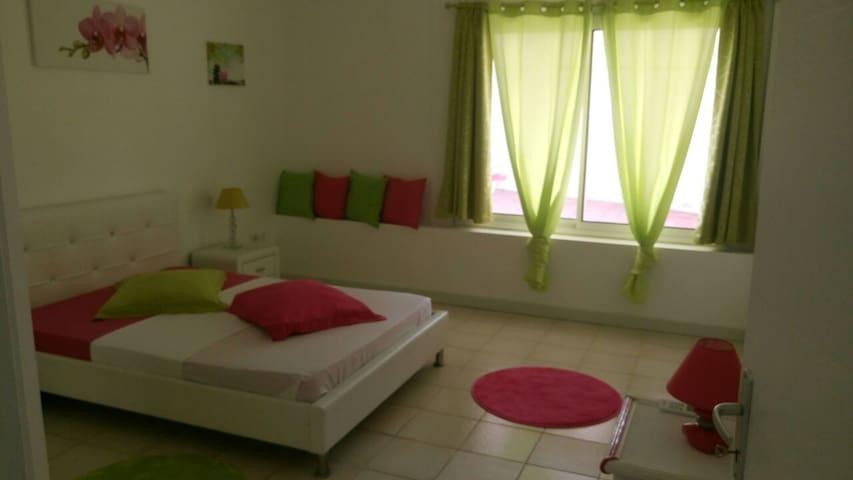 logement cosy au bord de la piscine - La Trinité - Apartment