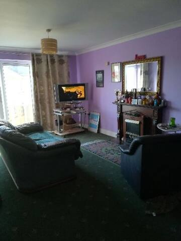 Tralee apartment close to bus /train station.