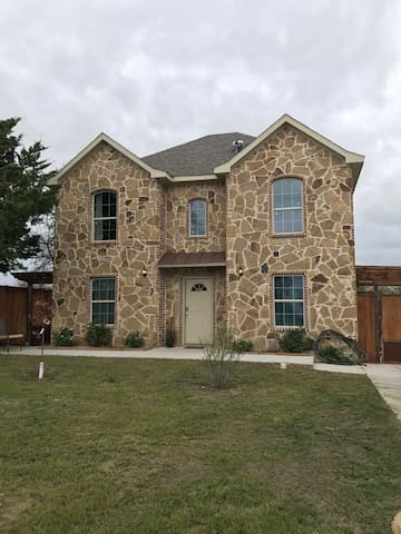 New House in SouthCentral Dallas City Limits. NICE - Dallas - House