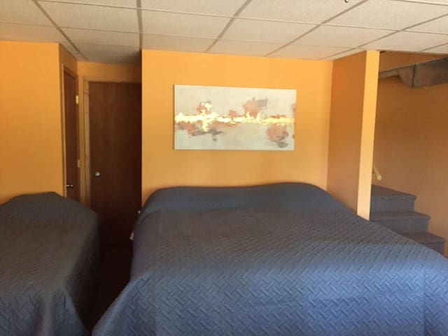 Bedroom 3: basement king and twin bed