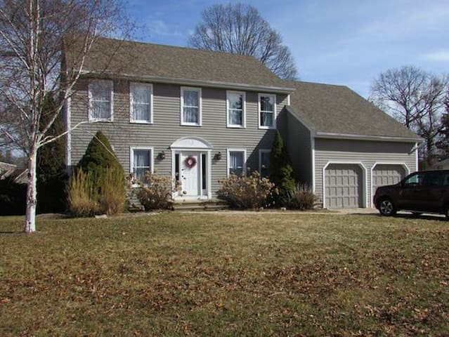 Beautiful & Spacious Waterside Colonial Home