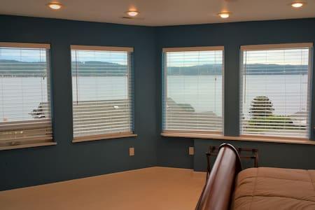 Master Suite #1 @ Island House, Honeymoon Bay - Greenbank - Hus