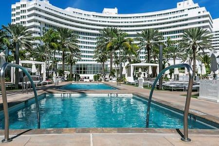 FontaineBleau Resort, w/ Balcony 10 min from SoBe