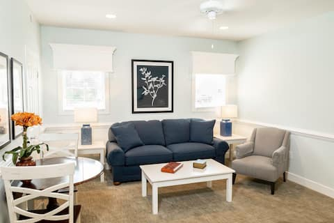 Luxurious 1 Bedroom-Live like the Governor of WBG!