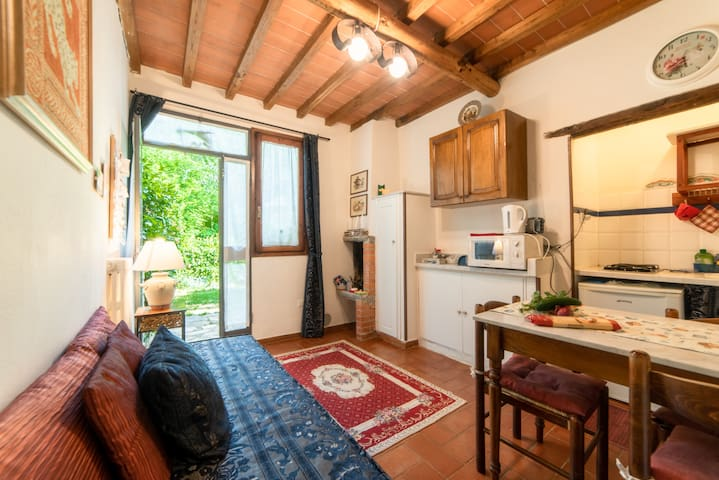 *LOVELY APARTMENT AMONG HILLS 30 mins to FLORENCE*