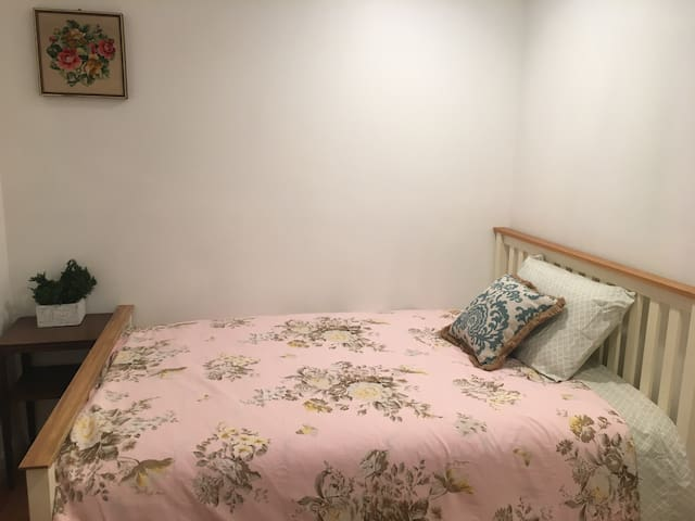 Clean Single Room Private Bathroom near airport
