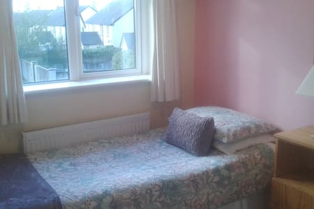 Cosy, quiet single room on bus route - Tuam