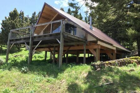 Cozy Valhalla cabin with amazing views - Livingston - Blockhütte