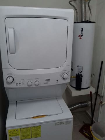 Centro de Lavado (lavadora y secadora) y Calentador de agua.