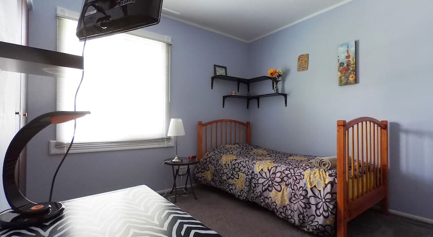 Private Room in the Suburbs! - Rolling Meadows - Ev