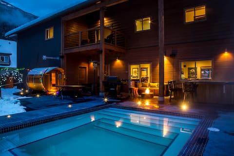 New spacious house, heated pool, hottub and sauna