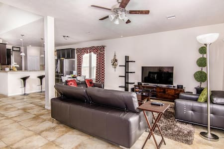 Lovely 3 bedroom House Close to Katy Attractions