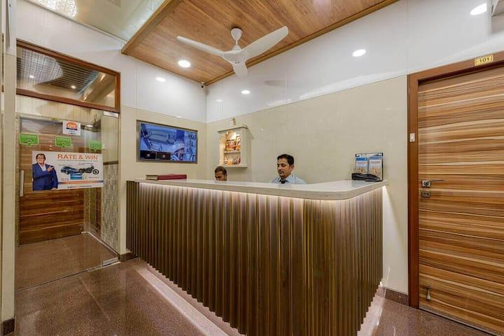 Budget & Clean stay in prime Mumbai Kemps corner