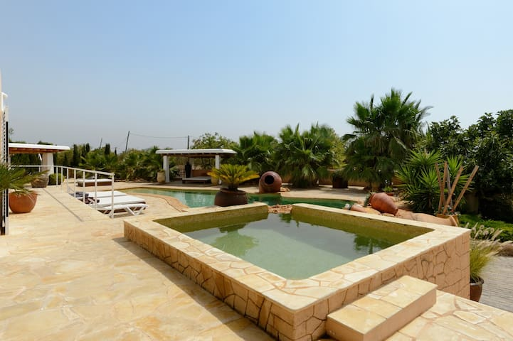 Amazing villa 5 Km from city center
