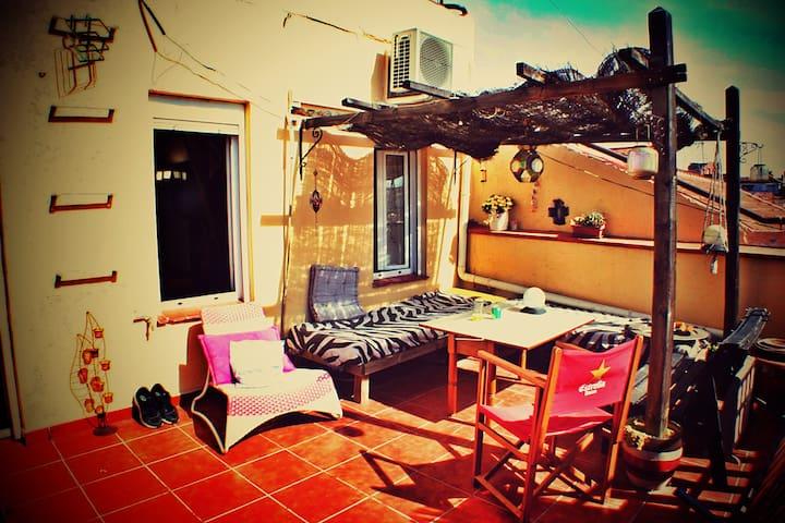 Habitación en ático con terraza. - Madrid - Apartamento