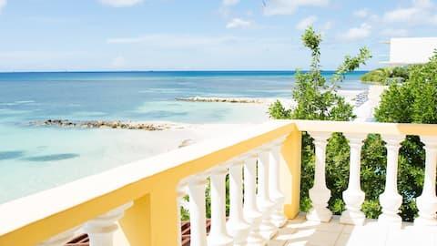 Savaneta Beach House