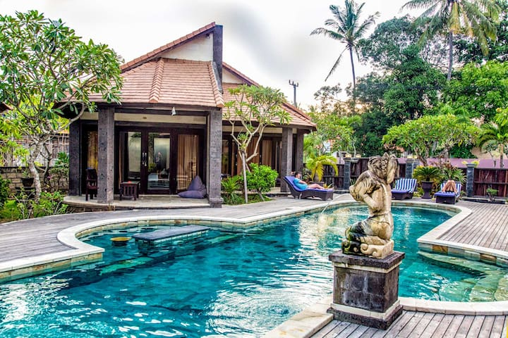 Modern bungalow with large swimming pool-Central 1