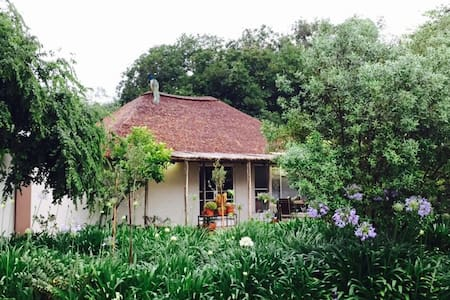 Peaceful cottage on a game farm. - Polokwane - Gästhus