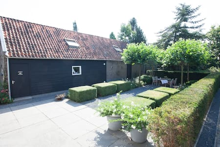 A cosy cottage fitted with modern conveniences - Hazerswoude-Dorp - Bed & Breakfast