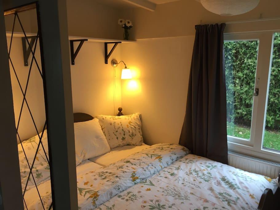 Super gezellige slaapkamer. Super cozy bedroom.
