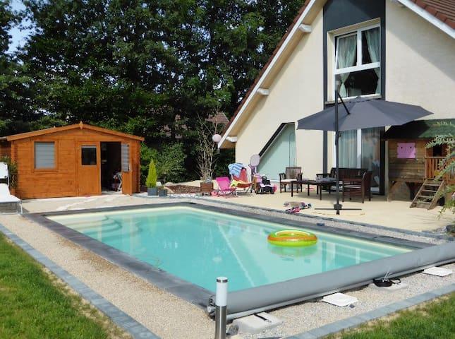Maison avec piscine la campagne houses for rent in - Piscine belfort residence ...