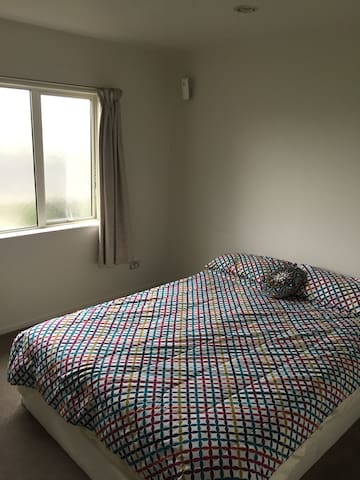 Cosy new double bedroom, ensuite, close to city. - Hamilton - 公寓