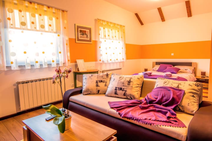 Comfy room near waterfalls - Slunj - Huis