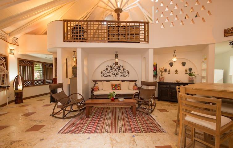 Hermosa  Villa Balinesa en Playa Coson