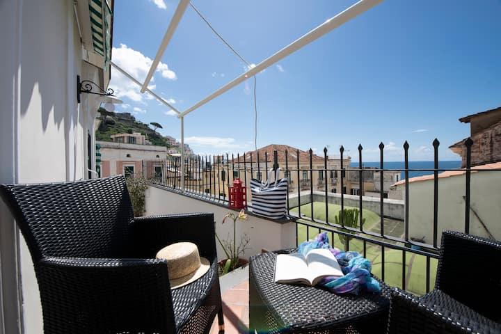 Elegant apartment with balcony seaview