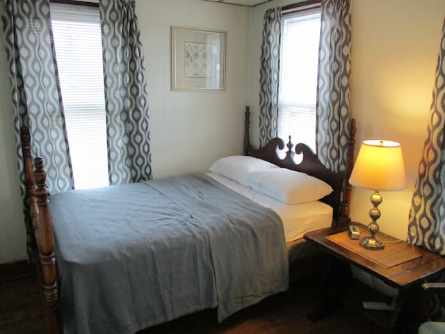 Comfy Clean Bedroom In Convenient Residential Area