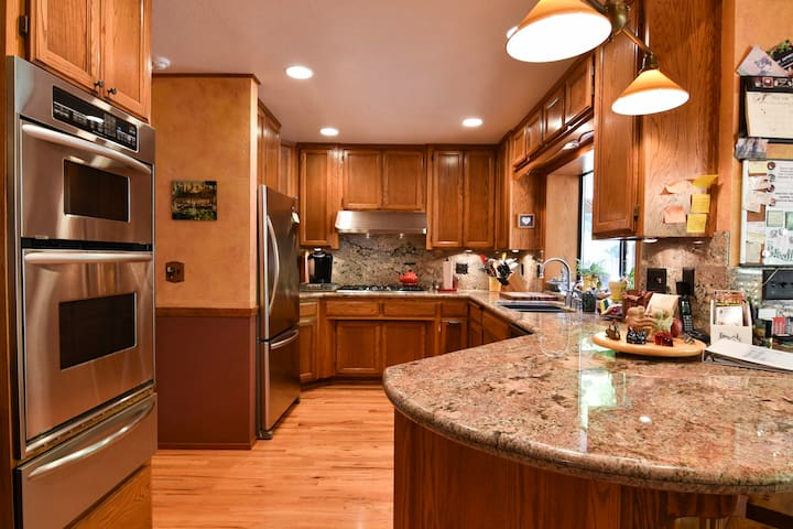 Great kitchen with granite countertops!