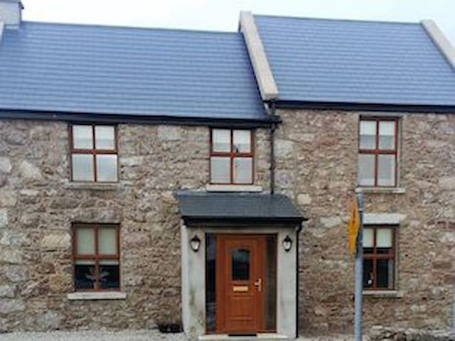 TEACH EOIN  centrally located near everything. - Gweedore - Rumah