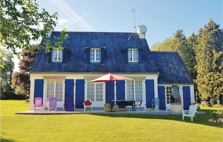 Beautiful home in Concarneau with WiFi and 4 Bedrooms