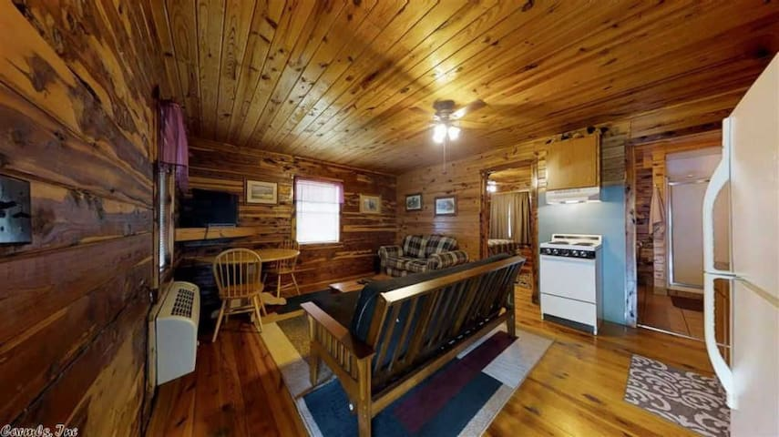COZY WATERFRONT LOG CABIN #3 --- COZY ACRES LODGE