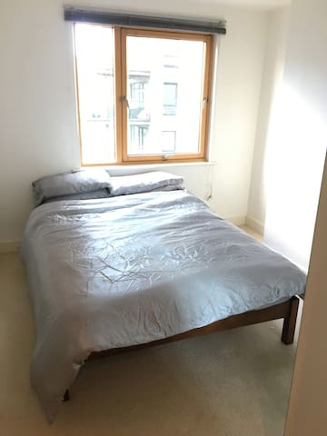 Great view bedroom near Leeds city centre - The Boulevard - Apartament