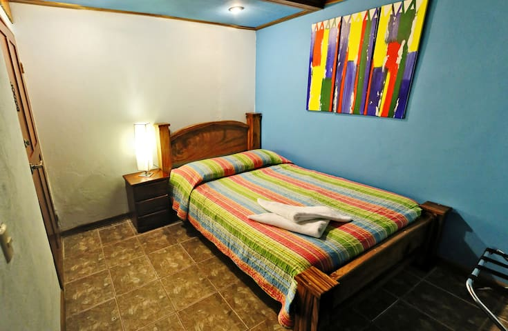 Camino Verde Private/Shared Bath - Monteverde - Bed & Breakfast