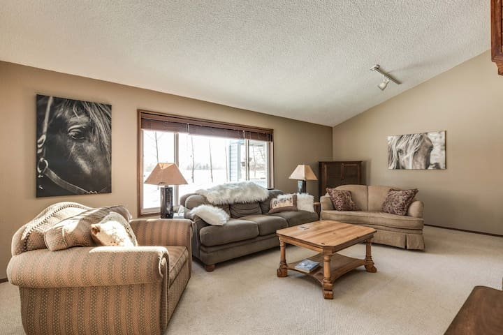 Cozy condo just outside city limits - Bozeman - Condominio