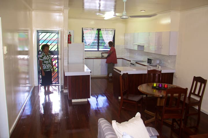 Fully functional kitchen - simply bring food!