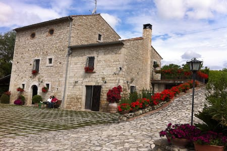 VILLA IN CAMPAGNA - Fragneto Monforte - Villa