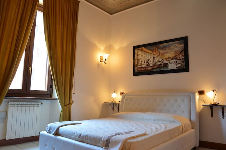 Room Deluxe Roma Termini,low price,suite-