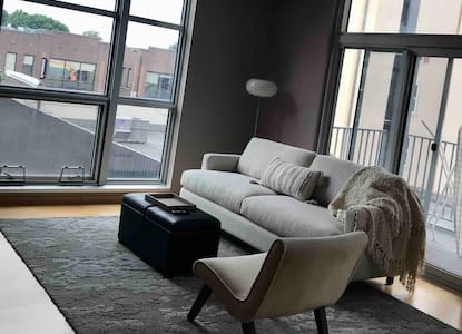 Executive Condo in Heart of Uptown! Dtown in 5 min