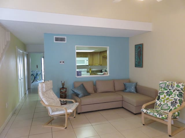 """Sandy Feet"" - Airy Home near Beach and Port! - Cape Canaveral"