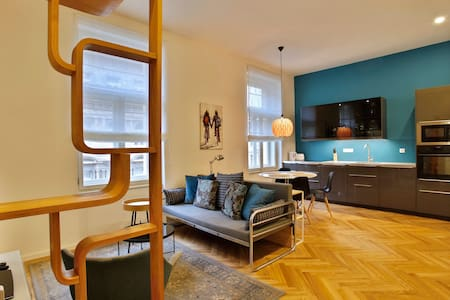 new modern apartment by national art gallery - Prague - Apartment
