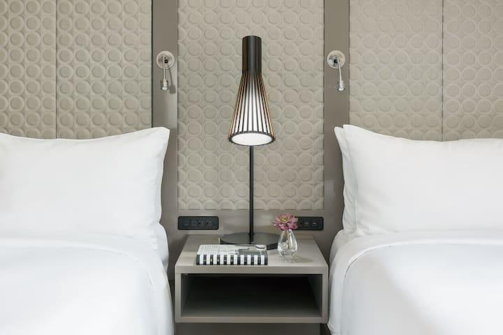 Beds with pillow top mattress