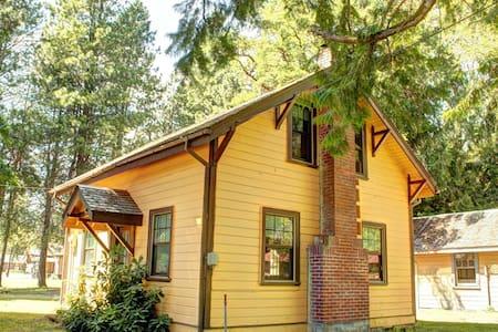The Little Ranger House- Pet Friendly / Wifi!