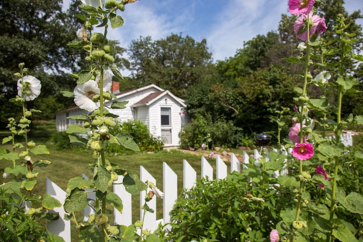 Whiterock Conservancy - Hollyhock Cottage
